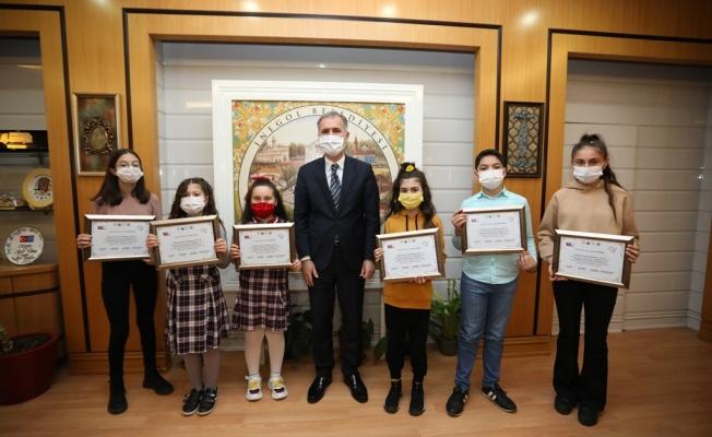 'İstiklal' Konulu Resim Yarışmasının Ödülleri Başkan Taban'dan