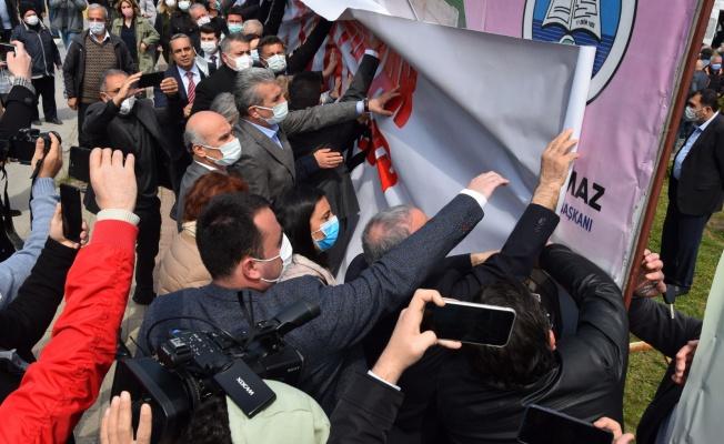 128 Milyar Afişi Mudanya'da Tekrar Yerine Asıldı