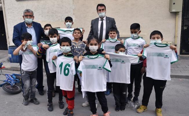 Başkan Dündar'dan Yetim Çocuklara Ziyaret