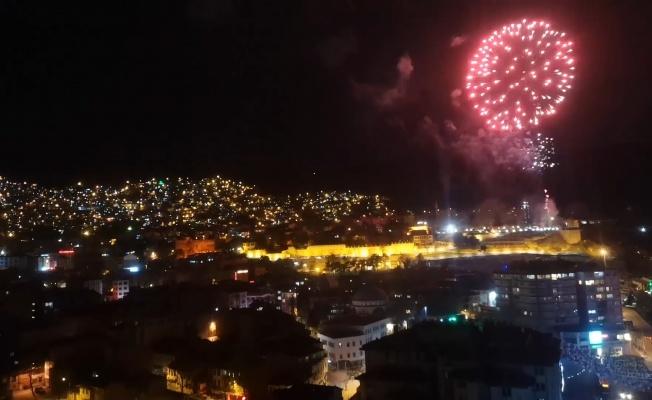 Bursa'da havai fişekli kutlama