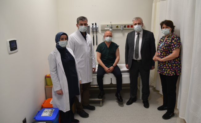 Başkan Gürkan ilk doz aşısını vuruldu