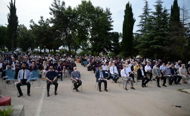 Bursa İlahiyat Çınarı yeni mezunlarla büyümeye devam ediyor