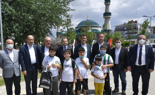 Camilere Osmangazi Eli Değiyor