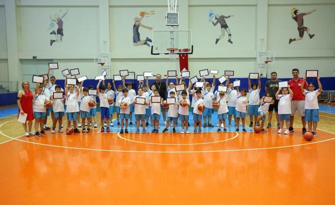 Yaz Spor Okulları'nda sertifika heyecanı