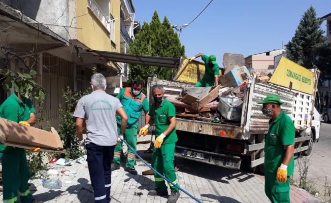 Çöp evden 10 kamyon çöp çıkartıldı