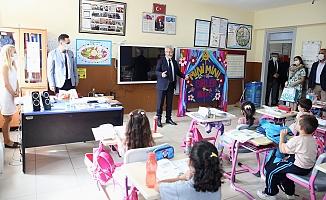 Başkan Erdem öğrencileri unutmadı